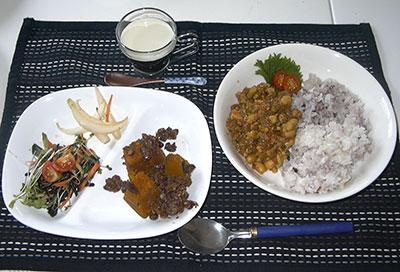 若草ご飯の会7月「豆腐と豆のドライカレー」